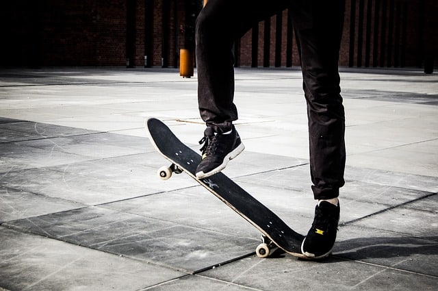 Stop a skateboard